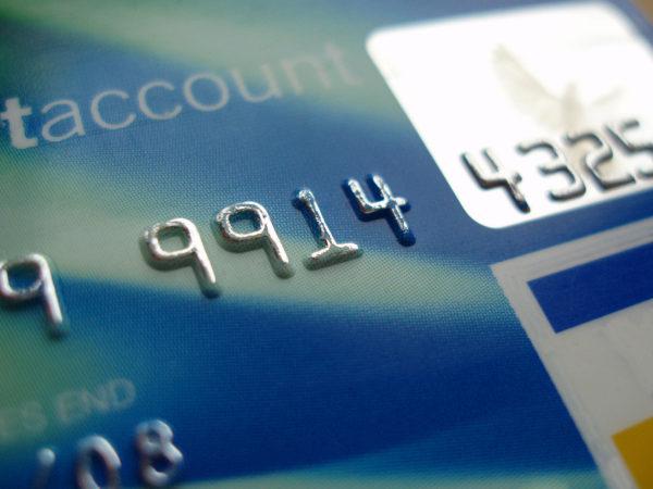 Иллюстрация к пункту статьи о подключении овердрафта на зарплатных карточках.