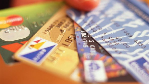 Основное изображение для статьи о переводе средств с одной банковской карточки на другую.