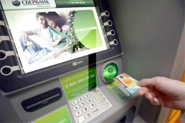 Положить наличные на карту в банкомате очень легко.